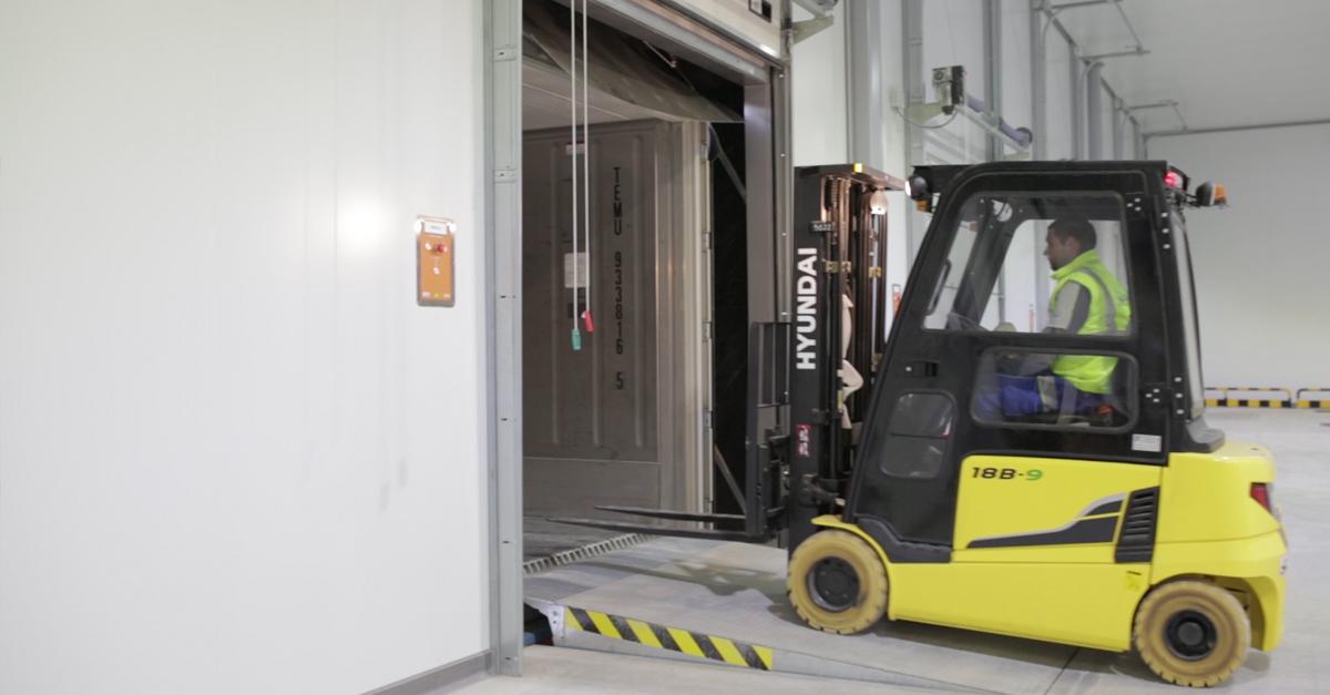 Carga de un contenedor Reefer en las instalaciones de RFL.